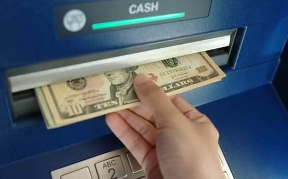 在美华人现金存钱看似精明,却不知背后很危险!