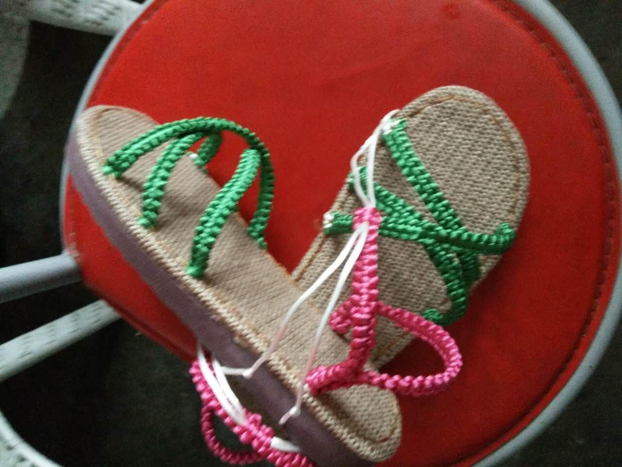 看网上有买手工编织的凉鞋,于是自己